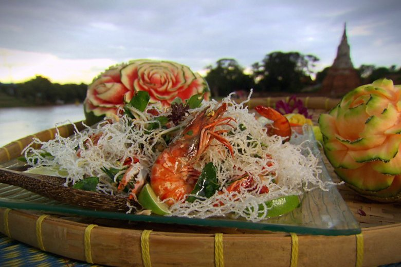 Crispy noodles with prawn and crab (Mee krob)