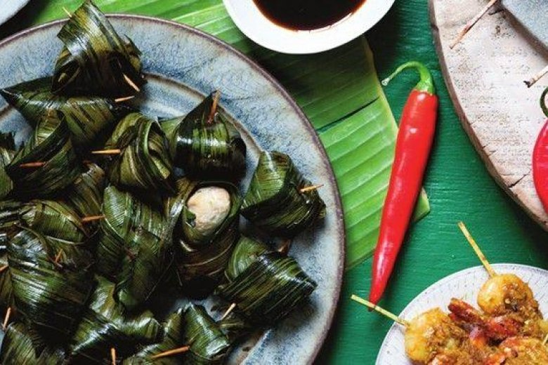 Spiced chicken and pandan leaves (Gai haw bai toey)